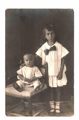 сестры  Седлецкие Ира (справа) и Рая 1925 Моршанск
